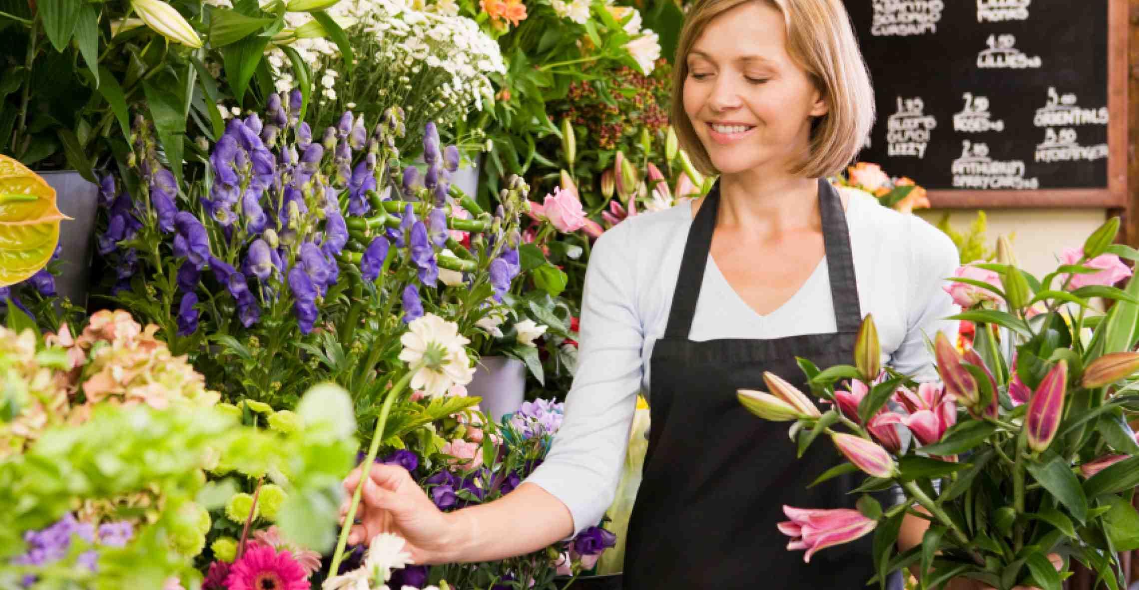 Фото флориста с цветами